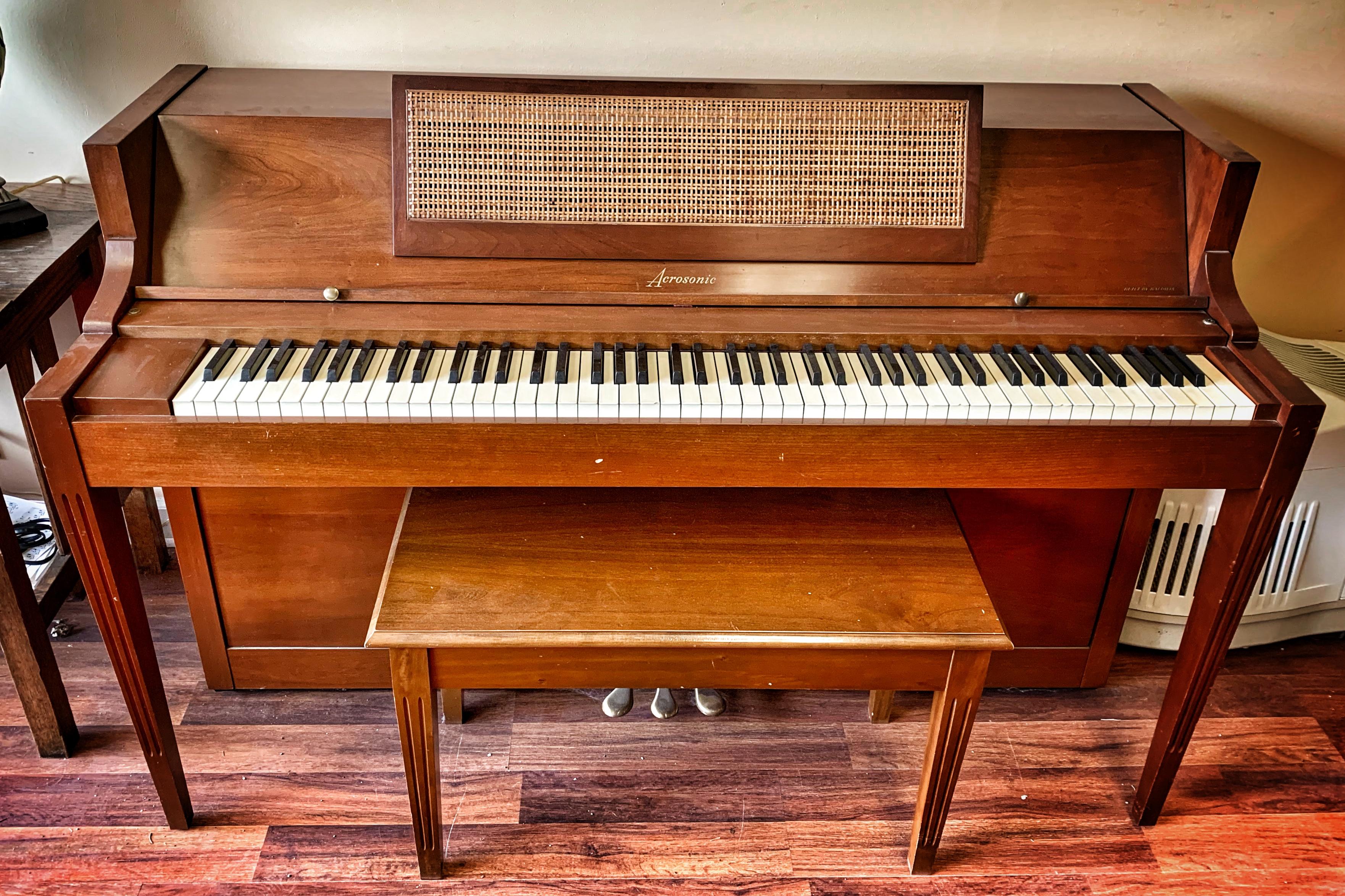 Upright Pianos: New Hartford, NY: Center Stage